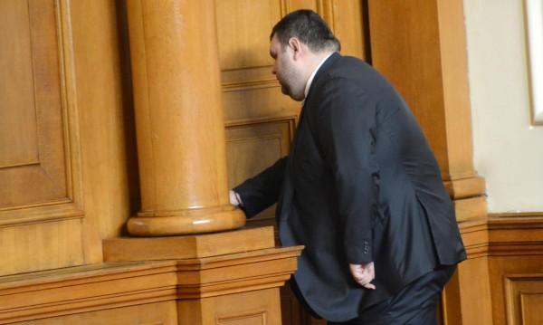 От МВР: Убийци дебнат Пеевски, държавата го пази
