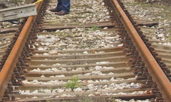 66-годишен се бори за живота си след сблъсък с влак