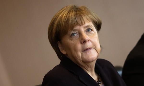 Меркел нападна антиимигрантска партия