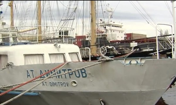 Продават на търг пасажерски кораб на соцелита
