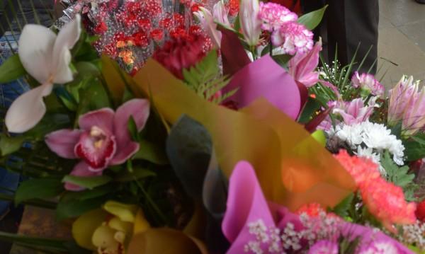 На 8 март: Данъчни прибраха 19 бона от търговци на цветя