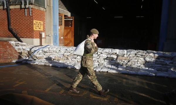 Великобритания ще обучава Ирак срещу ИД