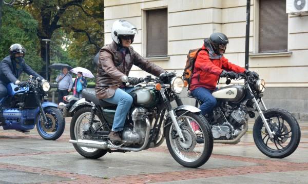 Мотористи ще дебнат за дупки по пътищата
