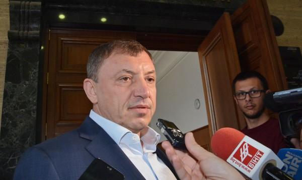 Алексей Петров в съда заради Сергей Станишев