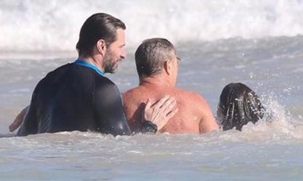 Хю Джакман спаси сина си и почиващи на плажа