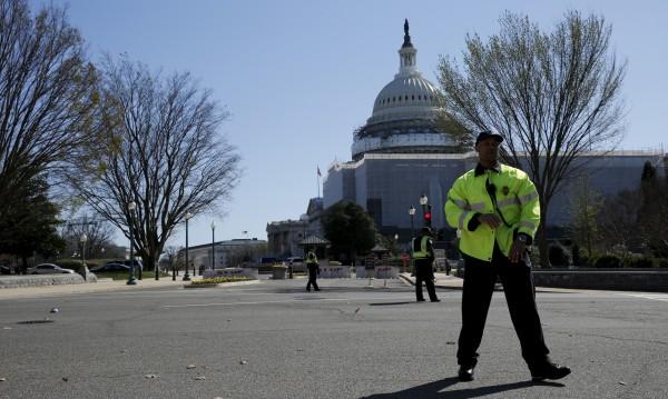 66-годишен е мъжът, влязъл с оръжие в Капитолия
