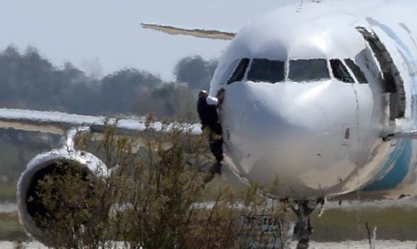 Похитителят на египетския самолет е задържан