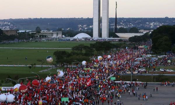 Бразилската левица на протест срещу импийчмънта на Дилма Русеф
