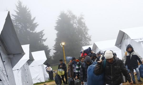 Масово бягство от бежански център завърши с 5 жертви