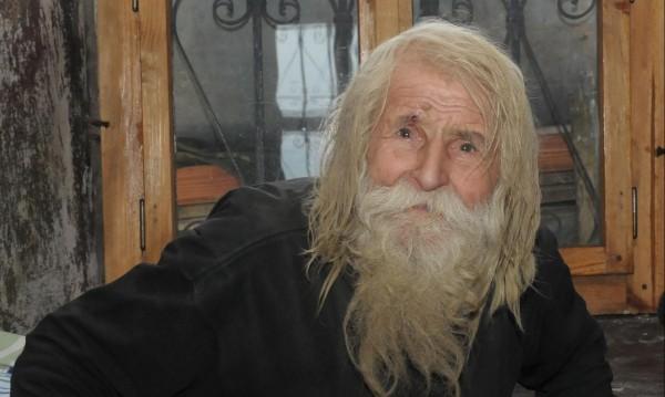 Живият светец Дядо Добри заживя в манастир