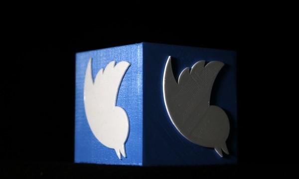 Twitter улеснява туитването между приятели