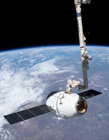 Дракон се скачи с МКС – общо 6 кораба са на станцията