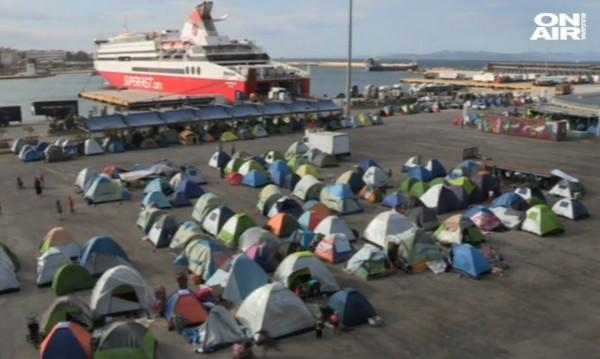 Принудително местят бежанците от Пирея