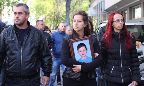 Година след смъртта на Петьо... промяна няма
