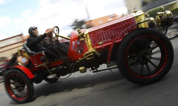 Вдигат покривалото на най-старата кола в България
