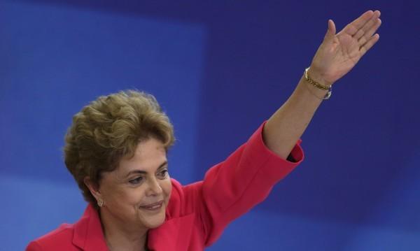 Парламентът в Бразилия гласува импийчмънт на Русеф