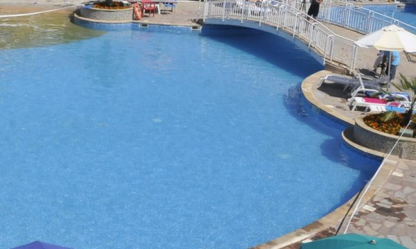 Ром се жалва, не го пуснали на басейн в Белчин бани