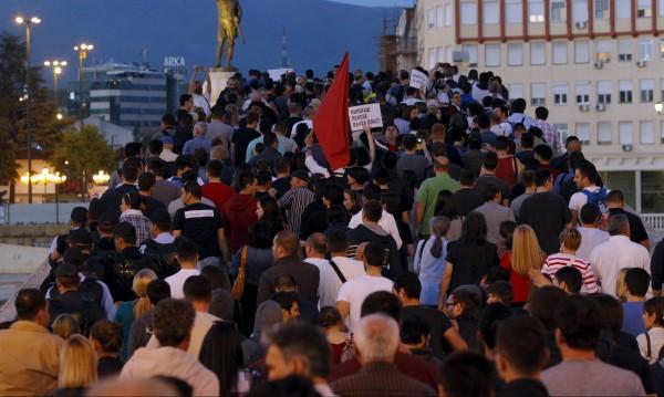 Хиляди в Скопие пак протестираха срещу президента Иванов