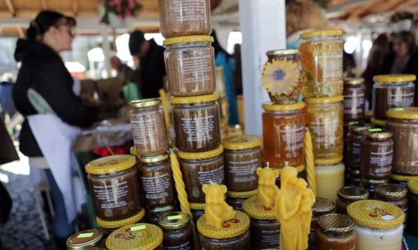 Великденски пазар радва софиянци на Цветница