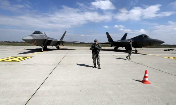 НАТО се готви да разположи 4 батальона близко до Русия