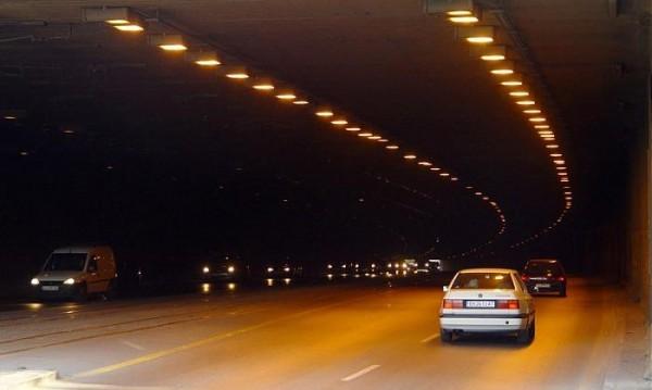 """Трафик при тунел """"Люлин"""", свлече се земна маса"""