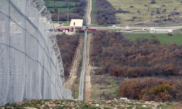 Одобриха още 6,2 млн. за оградата по границата