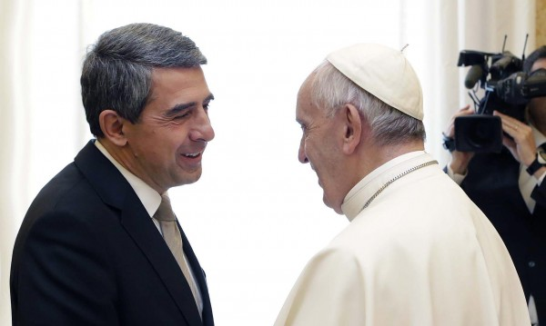 Папата ни прати послание по Плевнелиев