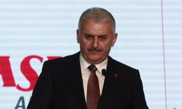 Управляващите в Турция номинираха Бинали Йълдъръм за лидер
