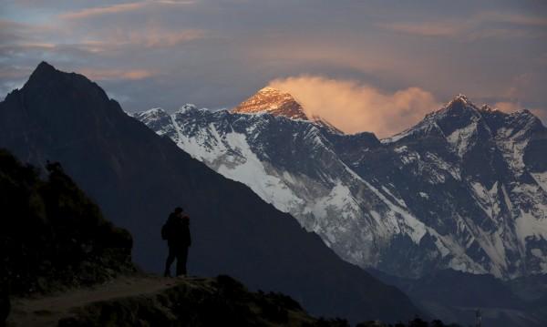 Холандец загина при слизане от връх Еверест