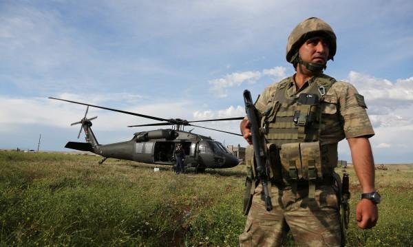 Турски военни нахлуха в Сирия, направиха си КПП