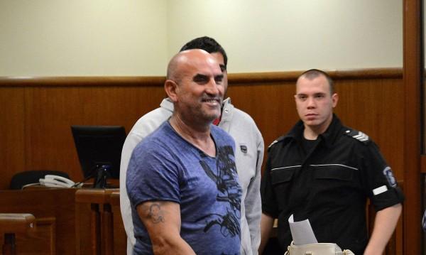 Поп и още 400 се застъпиха за Ценко Чоков в съда