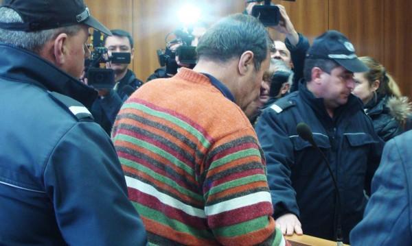 Адвокатката на Евстатиев пак поиска освобождаването му