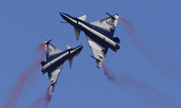 Китайски изтребители опасно близо до US самолет