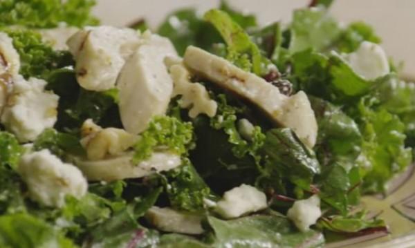Рецептата Dnes: Свежа салата с къдраво зеле и пилешко