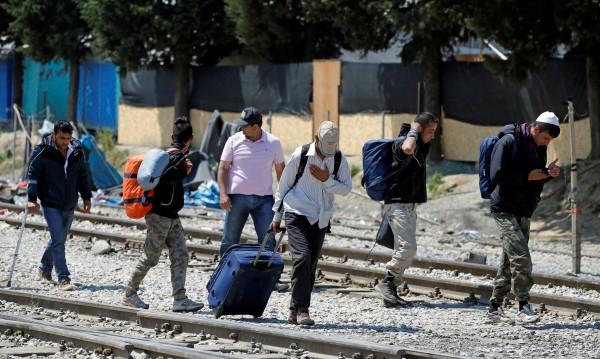 Огорчени от Европа сирийци хващат пътя към дома