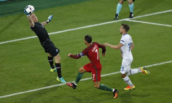 Португалия се изложи на старта, направи 1:1 с Исландия