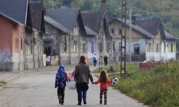 Роми пускат децата на забавачка, но имат условие