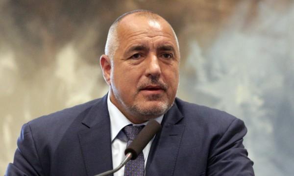 Борисов заплаши да прати министри да воюват
