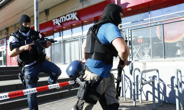 Нападателят в кино в Германия носел пояс с експлозиви