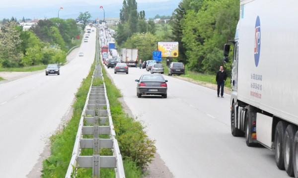 Тапи по магистралите ще ни мъчат лятото, че и есента!