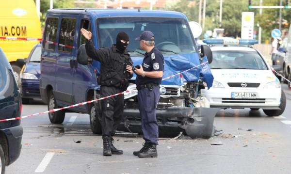Бившата барета стрелял като обезумял по полицаите