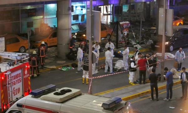 Жертвите на атентата в Истанбул нараснаха на 43-има