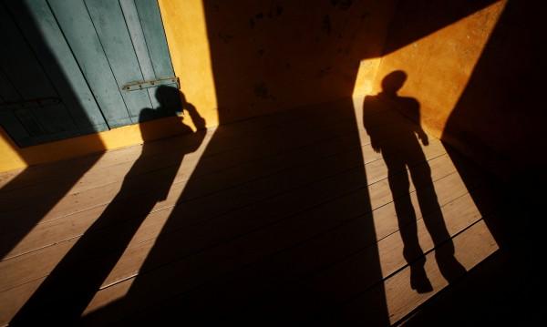 Двойка от Острова държа румънец в плен 10 години