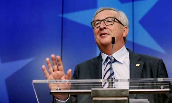 Юнкер част от проблема на ЕС, но Меркел ще се справи