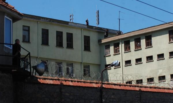 33 г. затвор за хулигани, смазали от бой студент