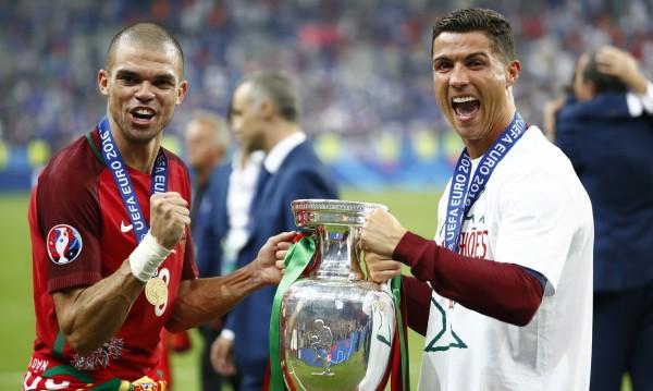 Признание: Португалците посветиха купата на Роналдо