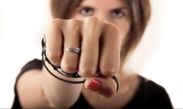 1000 лева глоба за жена, нокаутирала мъж в съда