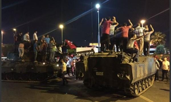 Експлозии в Анкара: На улиците, в телевизията...
