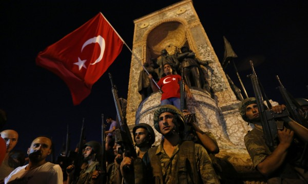 Ердоган оцеля – засега. Какво се случи в Турция до момента?