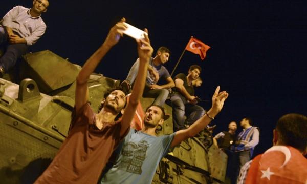 Разпадне ли се Турция, 2 млн. бежанци идват към България
